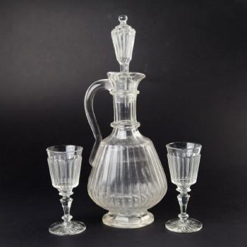Decanter with two glasses